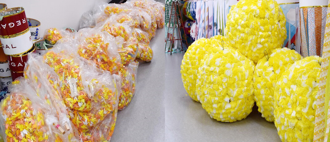 回収、解体した子供たちの折鶴 / 飾りのくす玉は直径1メートル